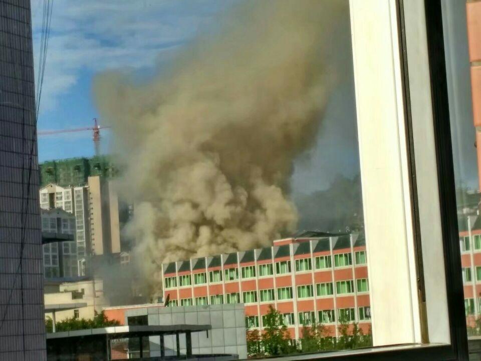 广安一中学食堂着火 未出现人员伤亡
